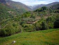 Jarandilla de la Vera al pie de la Sierra de Gredos.