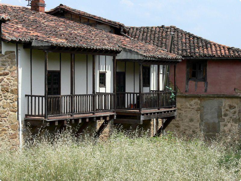balcones típicos de la comarca de la Vera
